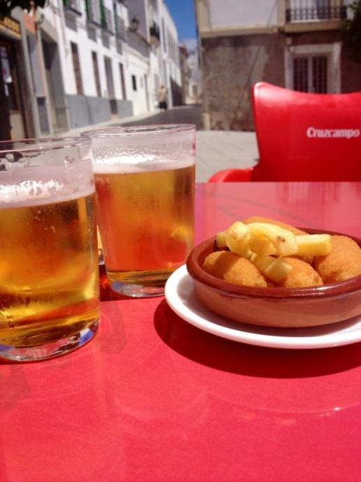 Beers and a tapa... and they said money can't buy happiness...